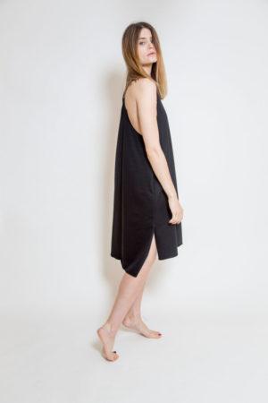 Sukienka bokserka uszyta z mięsistej bawełny - widok bok