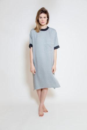 Zwiewna niebieska sukienka - widok przód