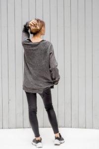 szary sweterek Kopenhaga Gray back