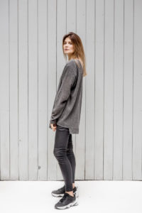 szary sweterek Kopenhaga Gray bok lewy