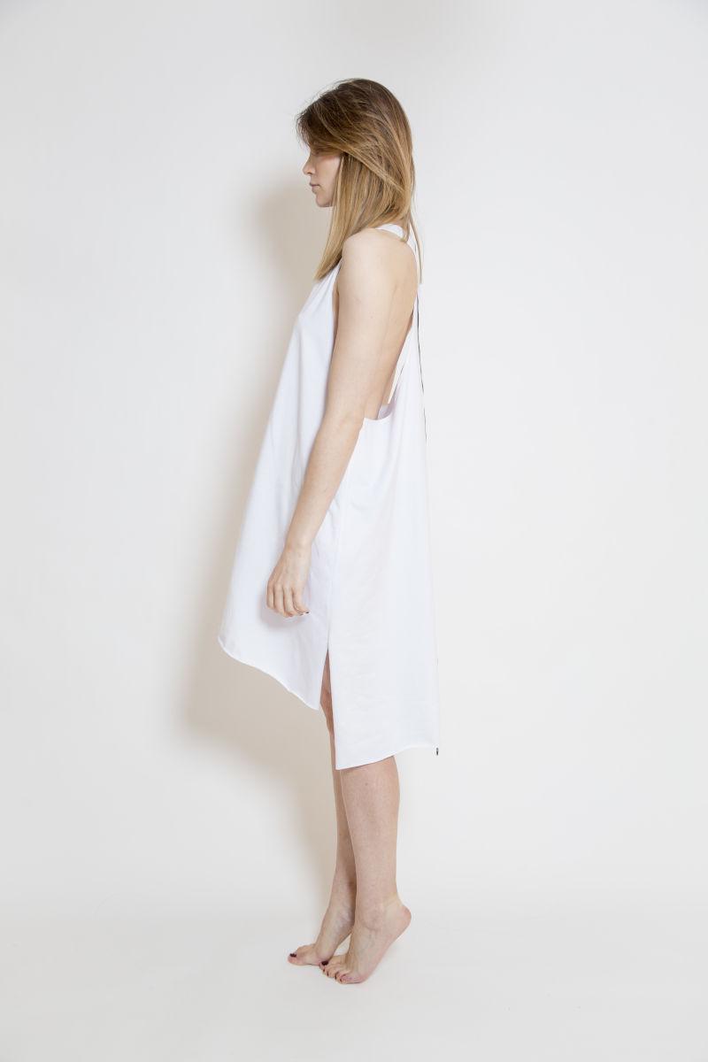 biała_sukienka_bokserka_delCane_widok_bok
