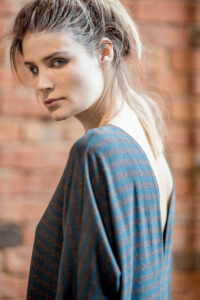 delcane-szaro-zielona-sukienka-amsterdam-stripes_-bok2_detal_