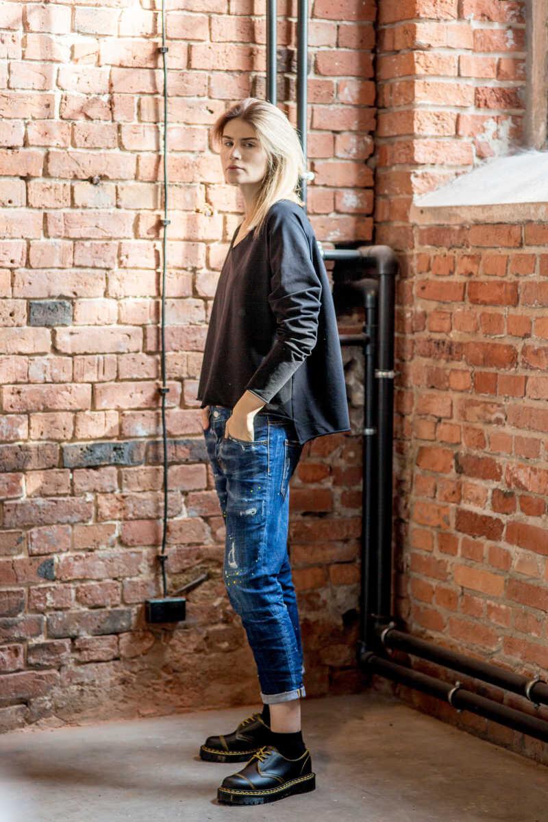 krótka-bluzka-amsterdam-black-lewy bok