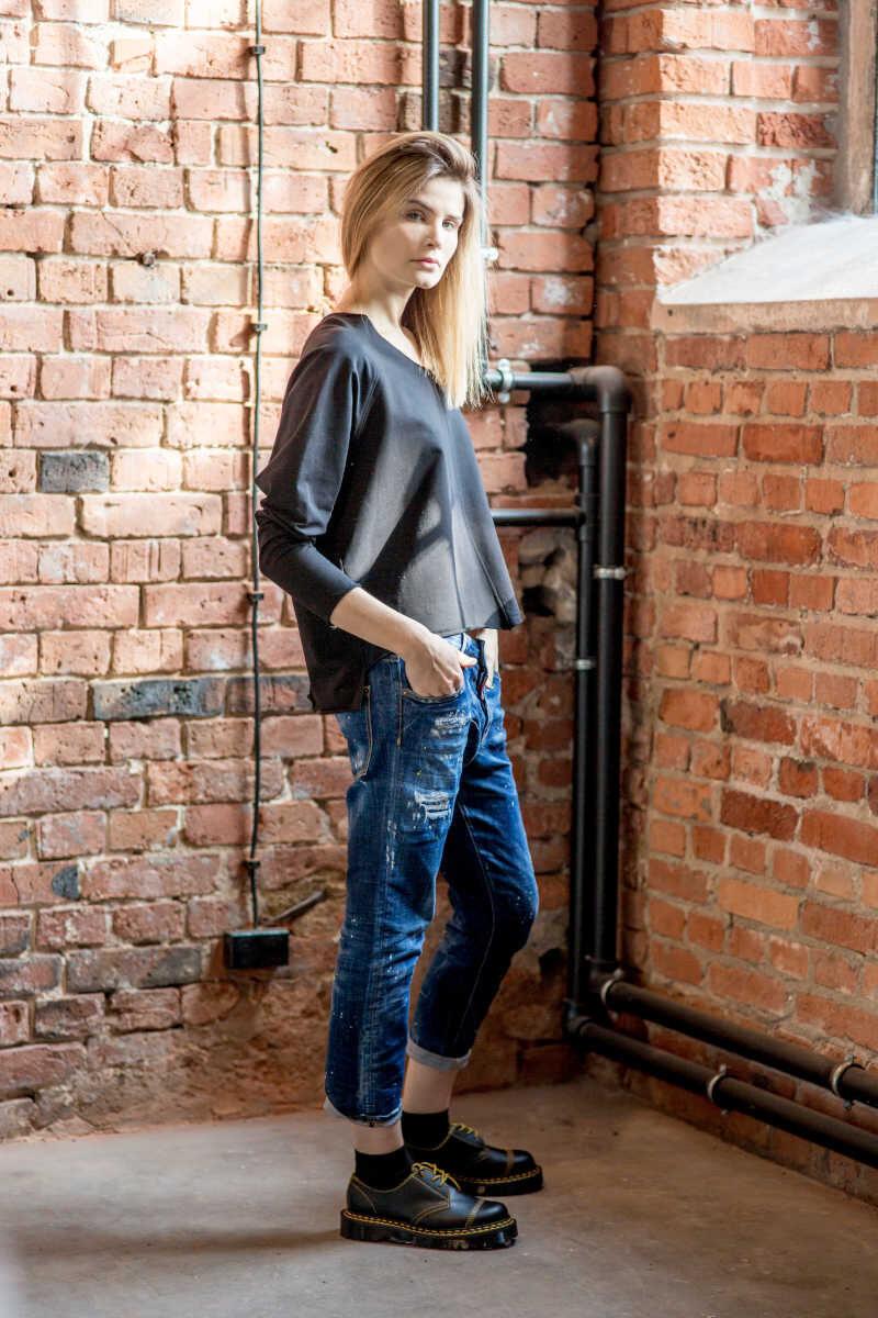 krótka-bluzka-amsterdam-black-prawy bok2