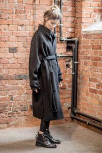 płaszcz-wełniany-delcane-amstrdam-black-_-bok z paskiem