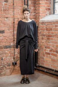 spódnica-z-rękawami-amsterdam-black-przod 2
