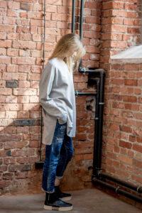 szara-bluza-delcane-amsterdam-gray-bok2