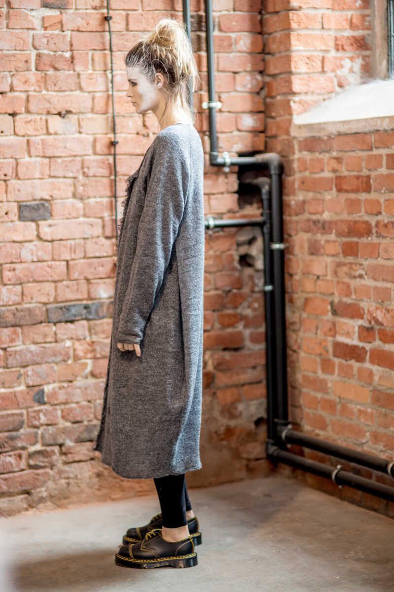 szary-dlugi-sweter-amsterdam-gray-II-bok-lewy