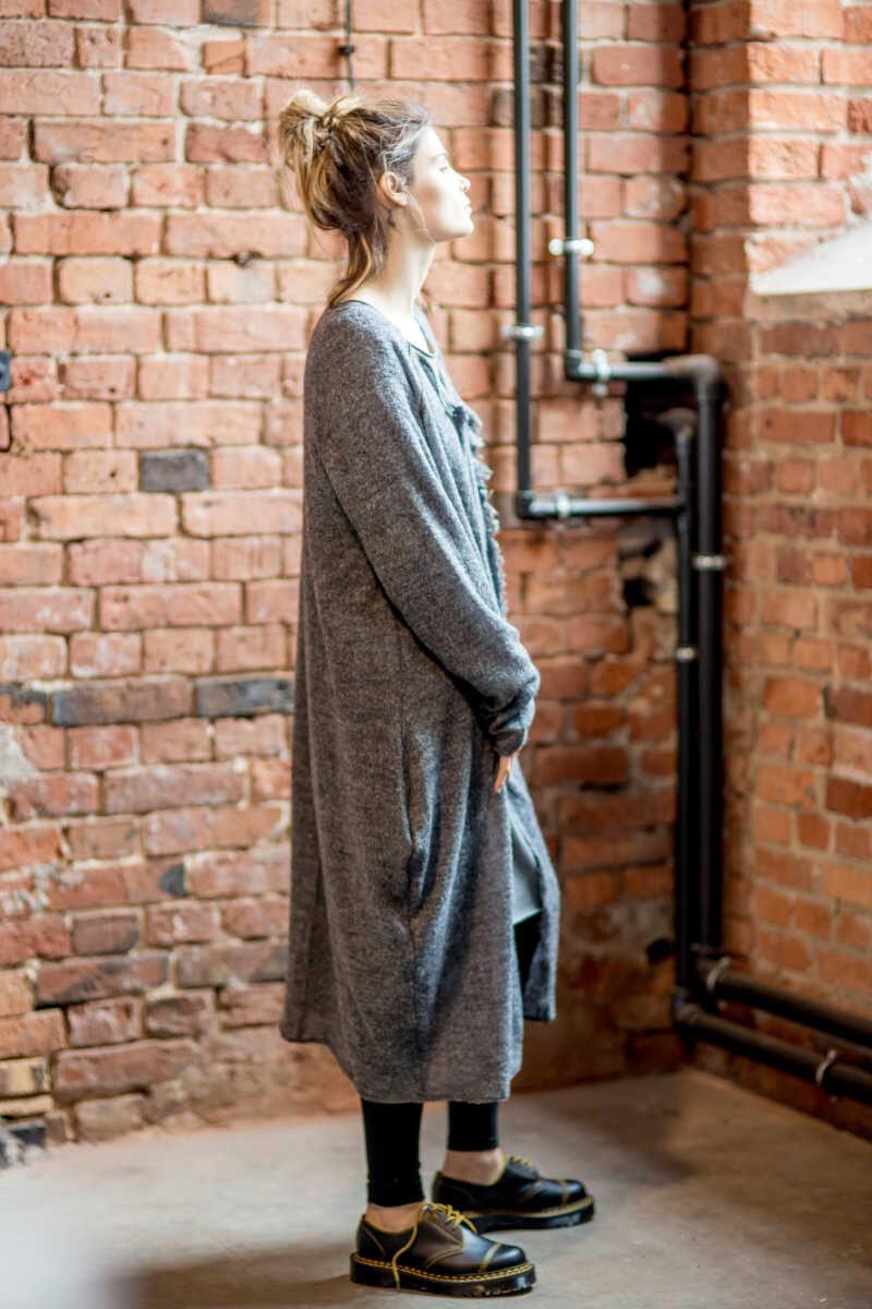 szary-dlugi-sweter-amsterdam-gray-II-bok-prawy