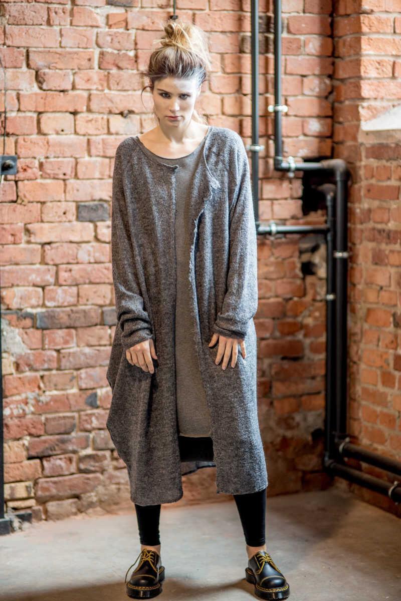 szary-dlugi-sweter-amsterdam-gray-II-przod