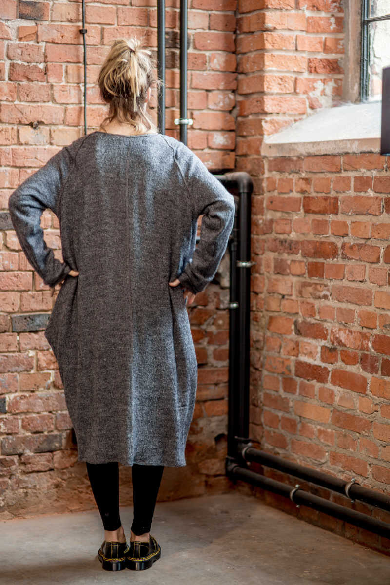 szary-dlugi-sweter-amsterdam-gray-II- tyl