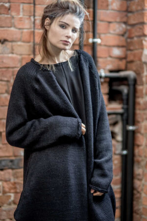 czarny-sweter-delcane-amsterdam-balck-przod detal2
