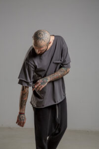 Delcane tshirt z dwoma rekawkami tokyo gray man przod 4m
