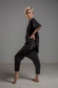 czarne spodnie z obnizonym krokiem delcane TOKYO black lewy bok 1m