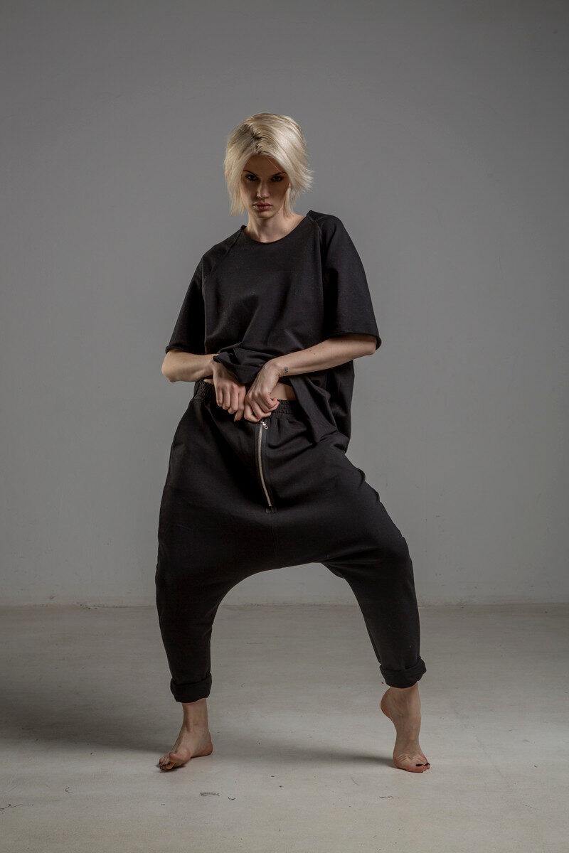 czarne spodnie z obnizonym krokiem delcane TOKYO black przod 1m