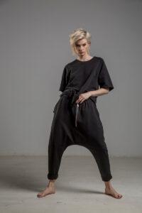 czarne spodnie z obnizonym krokiem delcane TOKYO black przod 2m