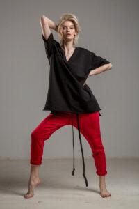 czarny tshirt w serek TOKYO black przod 1m