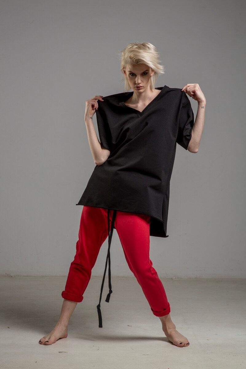 czarny tshirt w serek TOKYO black przod 2m