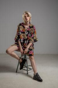 delcane sukienka z wiskozy kwiaty TOKYO przod 2m