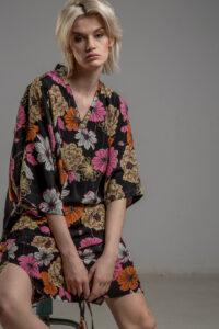 delcane sukienka z wiskozy kwiaty TOKYO przod 3m