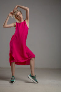 rozowa podwojna jedwabna sukienka przod 1m